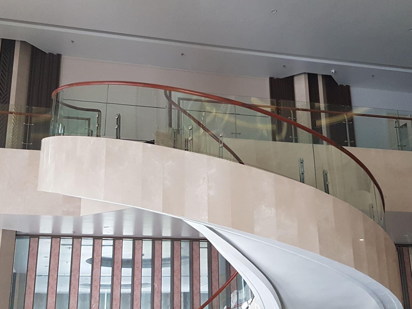 phụ kiện cầu thang kính cường lực ở Hà Nội